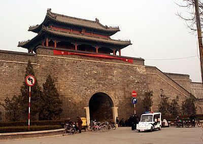 The wall and gate that surrounds Qufu, the hometown of Confucius